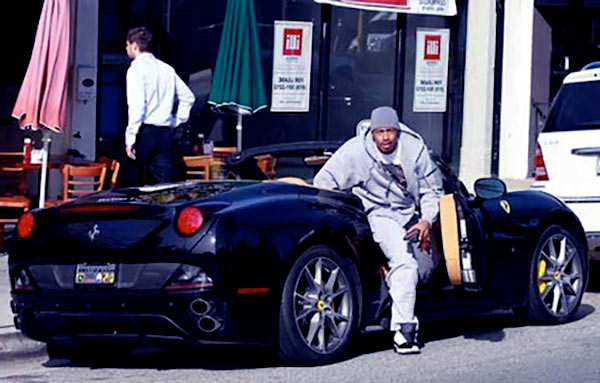 Image of Nick Cannon with his car Ferrari 430