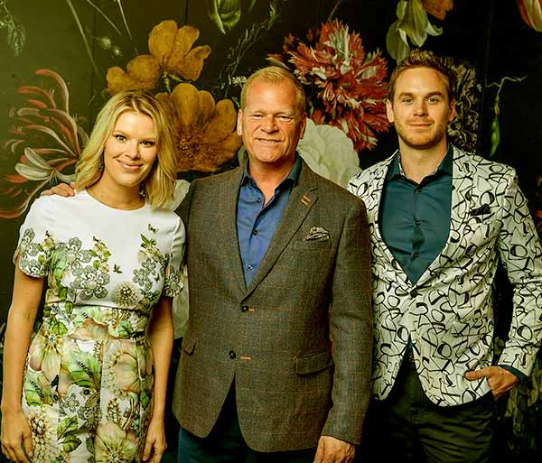 Image of Caption: Amanda Homes father Mike Holmes, brother Mike Holmes Jr and sister Sherry Holmes